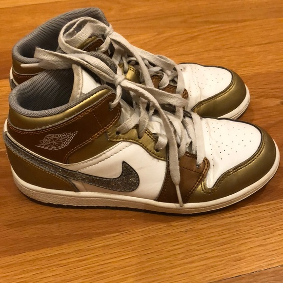 Nike Air Jordan basketball shoes. M 5b84bdf5dcf85578c8c87937 f8d6722df62d